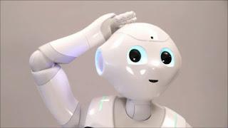 Антропоморфный робот Pepper Bot ростом около 90 сантиметров обладает размерами и поведением маленького ребёнка.