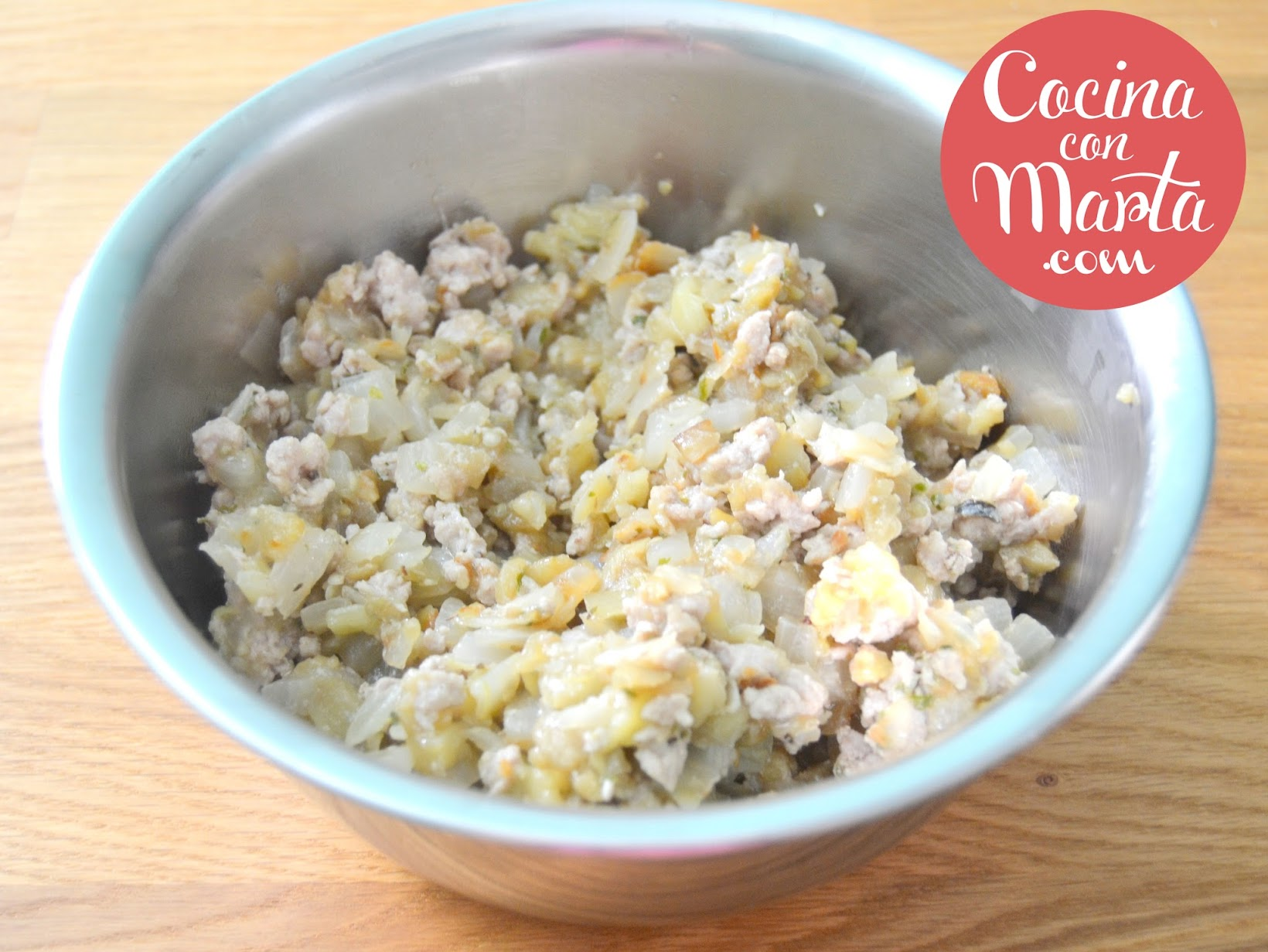 Berenjenas rellenas de carne y bechamel, gratinadas. Receta fácil y rápida de hacer. Cocina con Marta
