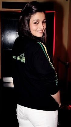 Alia Bhatt wearing Track suit during her regular workout pics.