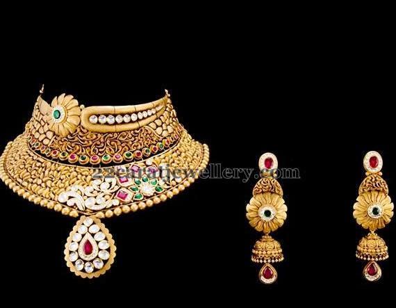 Sunshine Clasps Gold Necklace