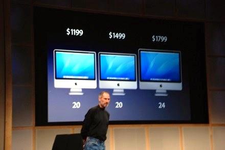 стив джобс на фоне iMac