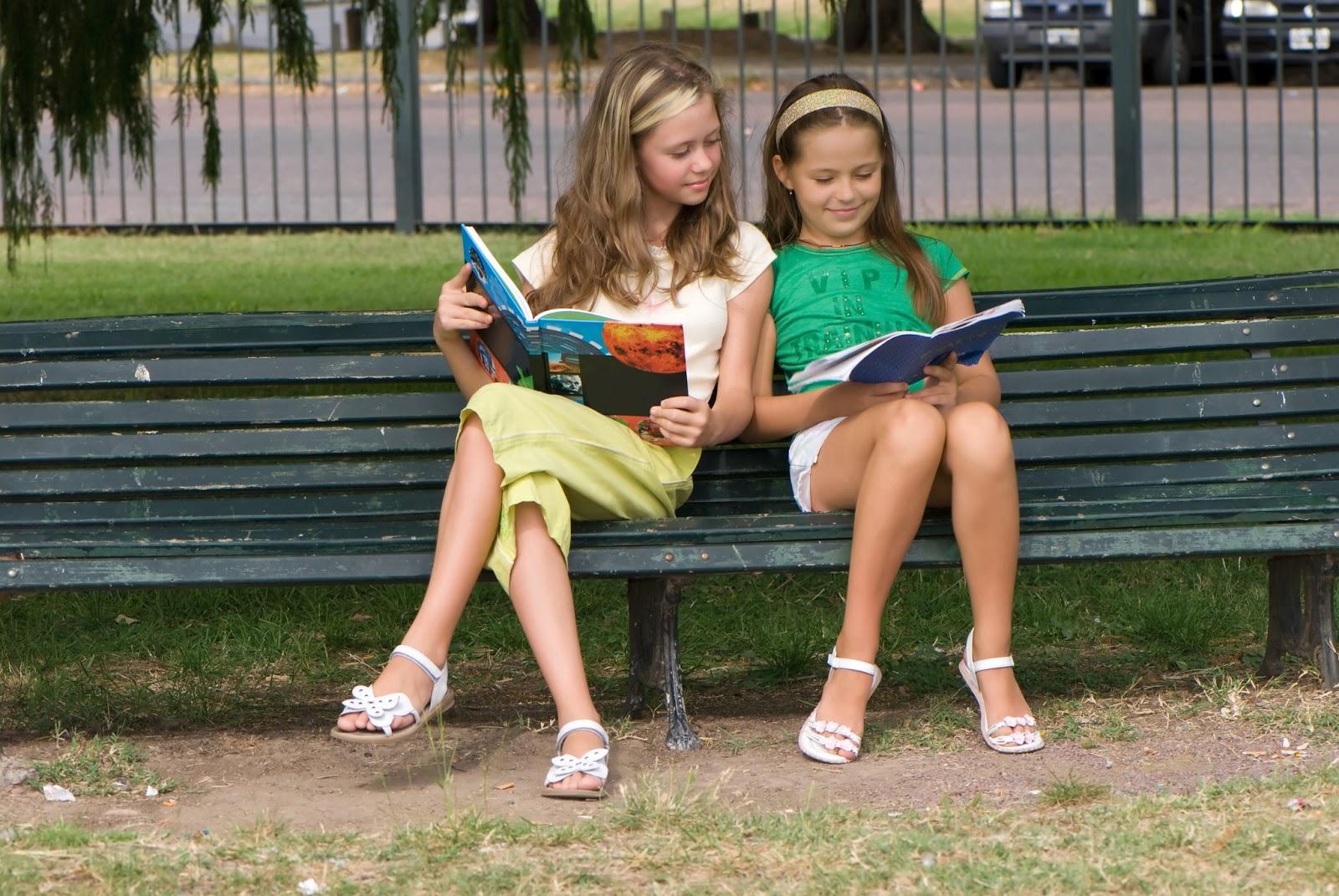 Фото под юбкой маленькой девочки, Девушки в мини одежде -фото. Мини штучки на 3 фотография