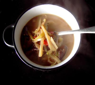 Sopa de setas con fideos de patata