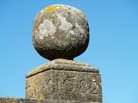 Pedra gravada amb la data 23 de maig de 1682, a llevant de la llisa d'El Godayol