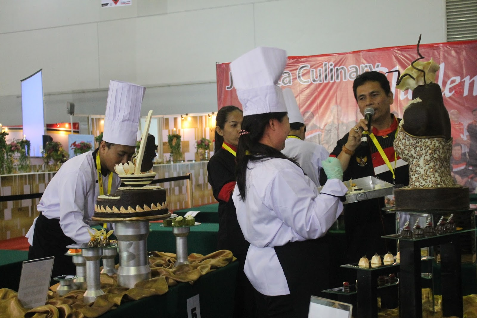 """challenges of a pastry chef Bake off: creme de la creme, the professional pastry chef contest on  a series  of tough challenges before creating a """"showstopper"""" dish last,."""
