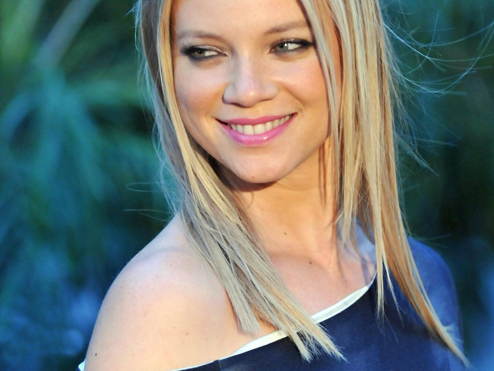 hollywood all stars: amy smart hd wallpapers