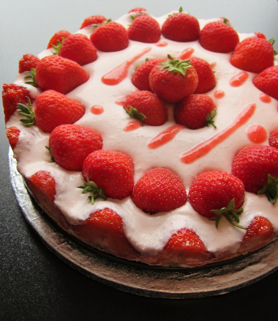 Nomsies Kitchen : No Bake Strawberry Cheesecake