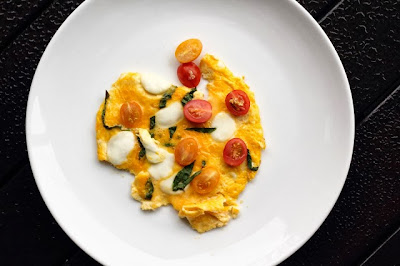 http://littleaccidentsinthekitchen.blogspot.sg/2013/11/breakfast-sunday-xlvi-caprese-omelette.html