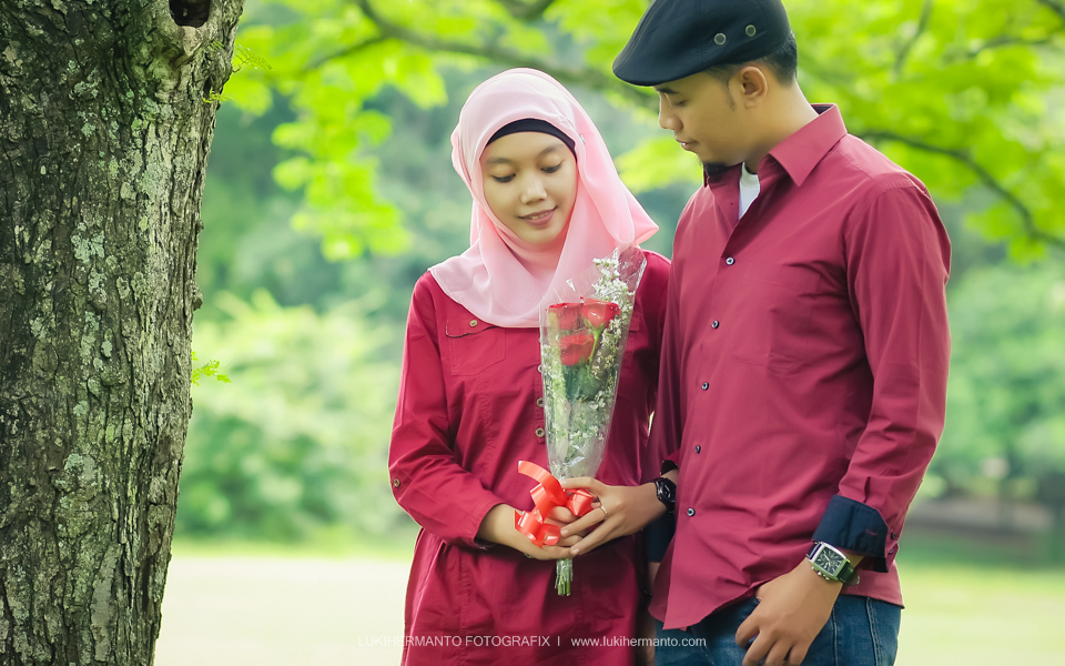 Foto Prewedding muslim romantis