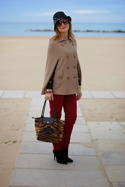 Zara red pants, Persunmall cape, Longchamp tigre, Fashion and Cookies, fashion blogger