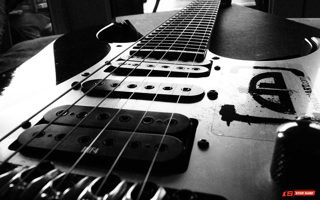 http://4.bp.blogspot.com/-vehiJSVtEOU/UUyZsAKNQTI/AAAAAAAAAFo/z4fQQ59pbJ4/s1600/Black+and+White+Electric+Guitar+DeviantArt.com+Music+Desktop+HD+Wallpaper+1280x800+www.greatguitarsound.blogspot.com.png