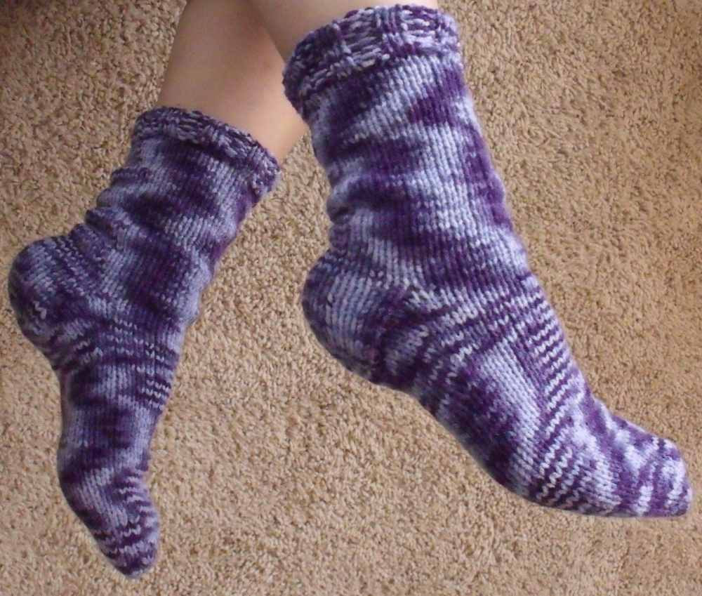 Knitting Pattern Socks Four Needles : KweenBee and Me: How to Knit Socks
