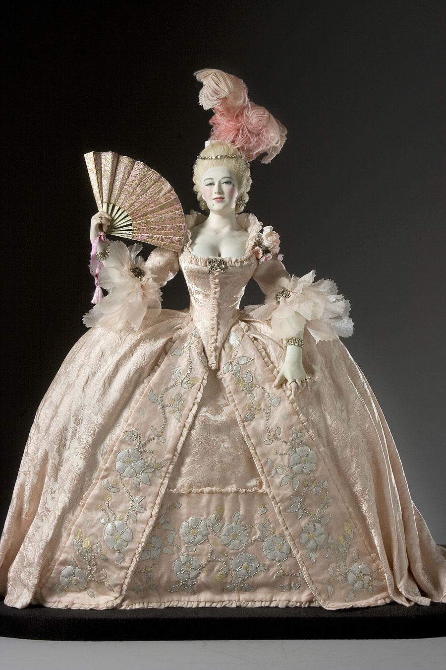 Mj ornaments marie antoinette in ventura for French rococo fashion