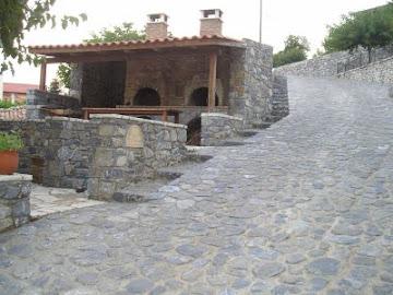 Στο τρίγωνο Βυτίνα - Στεμνίτσα - Καρύταινα - στο χωριό Ψάρι του Δήμου Τρικολώνων αναπτύχθηκε η ιδέα
