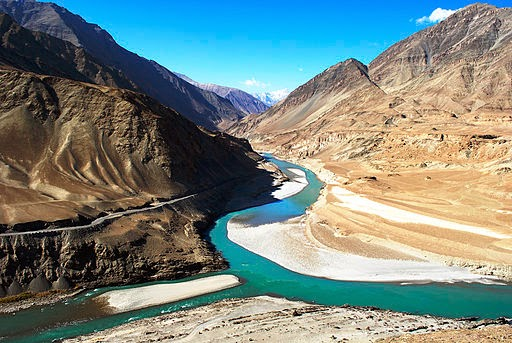 Confluence of the glacial Indus and Zanskar rivers flowing from Tibet (Credit: Sundeep Bhardwaj via Wikimedia Commons) Click to enlarge.