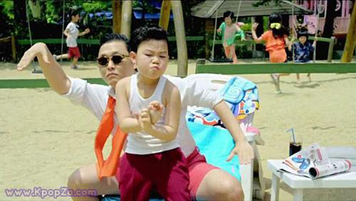 ไซ (Psy) แรงไม่หยุดมิวสิควิดีโอ Gangnam Style บนยูทูปติดอันดับ 1 ชาร์ตประจำเดือน
