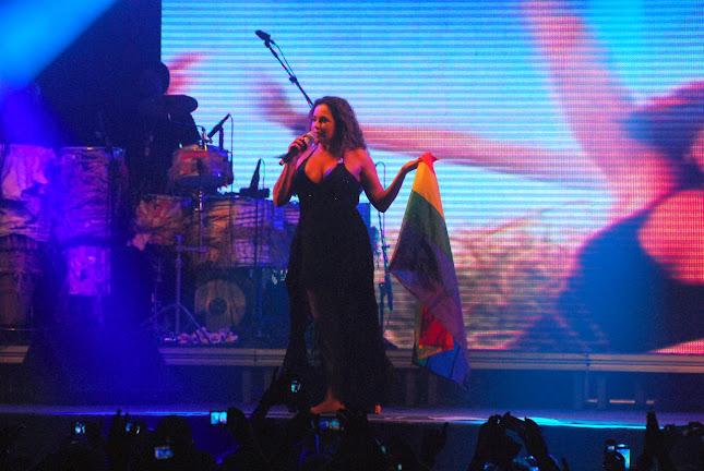A cantora participou da festa Odara o Desce, no Baile Perfumado, cantado seus maiores sucessos (Foto: Marcelo Loureiro/AgNews)