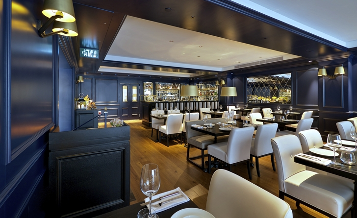 White restaurant chairs in Hotel Indigo in Tel Aviv