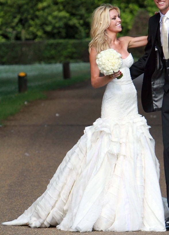 Scarlett golightly 2011 a year of bridal style for Giles deacon wedding dresses