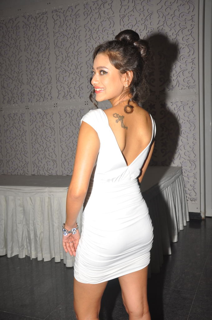 Madalasa sharma in white dress - Madalasa sharma Pics in White Dress