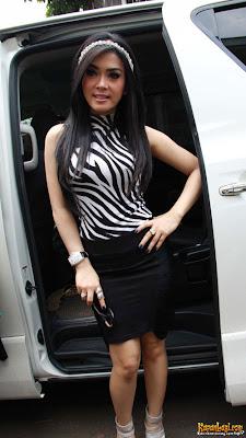 syahrini fashion style Bando Vs Dress