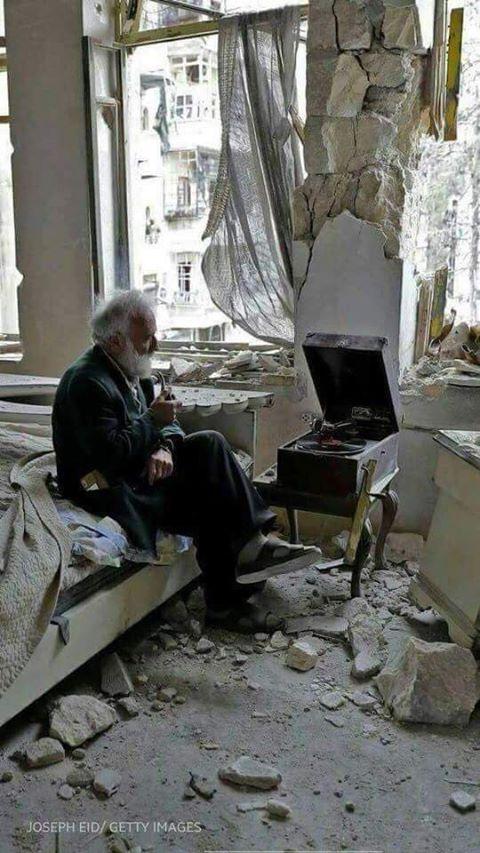 Ο Mohammed Mohiedin Anis,η' Abu Omar, 70 ετών,