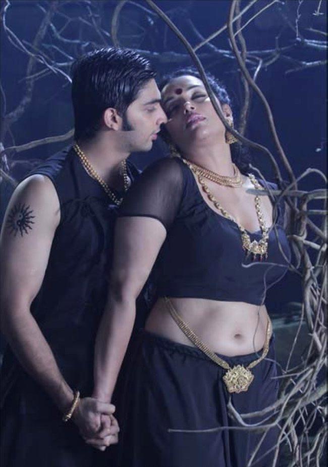 Malavika Menon Saree Hot Image, Check Out Malavika Menon ...