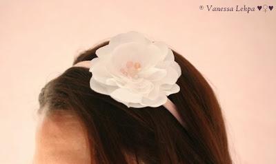 accessoire de mariée de créateur francais haute couture fait main en france fleurs de soie taffetas blanc perles précieuses romantique féminin poétique