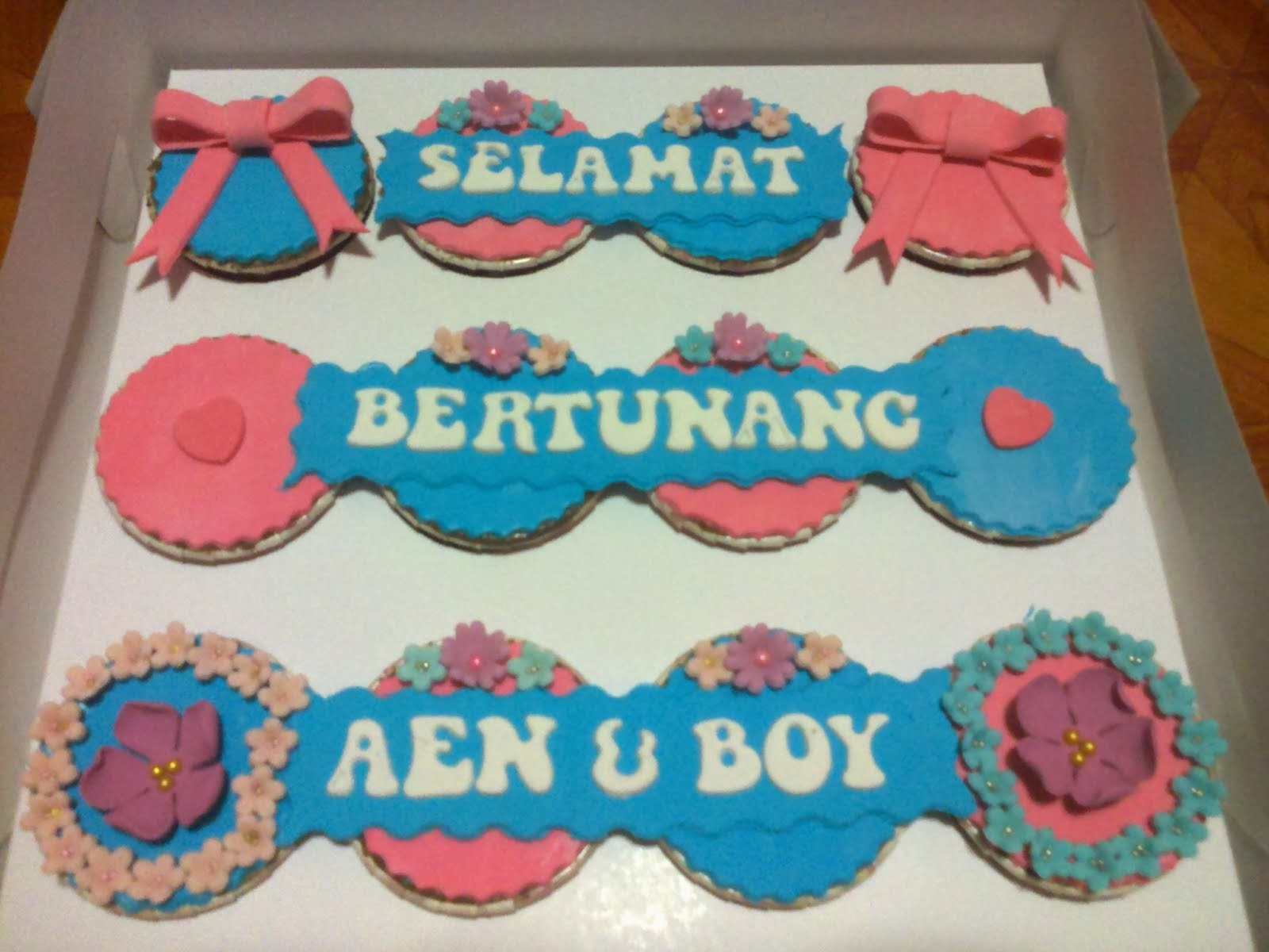 Cupcake Fully Fondant RM60 ke atas