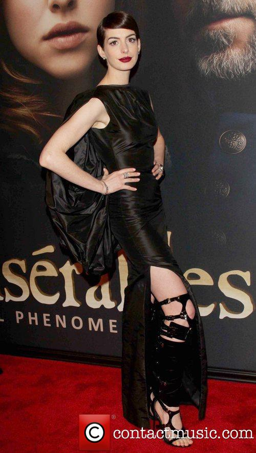 Hathaway at the Les Miserables premiere