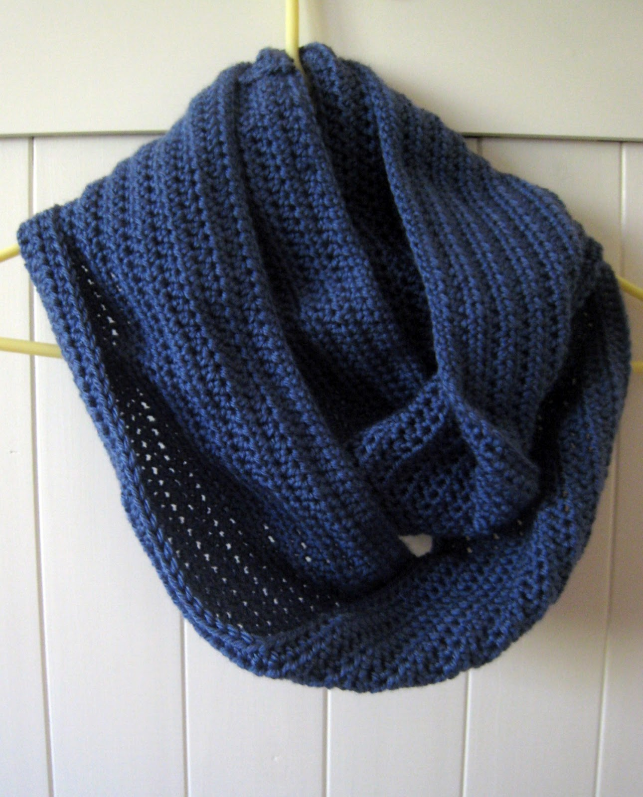 Free Knitting Pattern Twisted Cowl : Jays Boutique Blog: FREE PATTERN: Easy Twisted Cowl