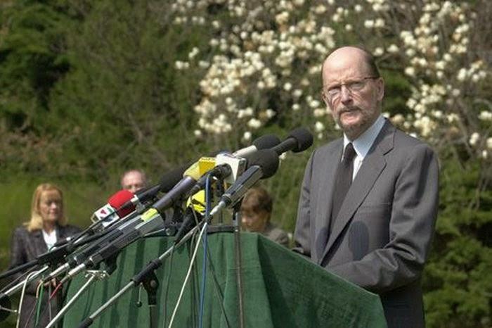 ТАРАЛЕЖ: На тази дата: 6.4.2001 г. Симеон Сакскобургготски ни обеща за 800  дни повишаване на стандарта ни! Видео
