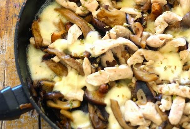 Receita de peru salteado com cogumelos e mozarella