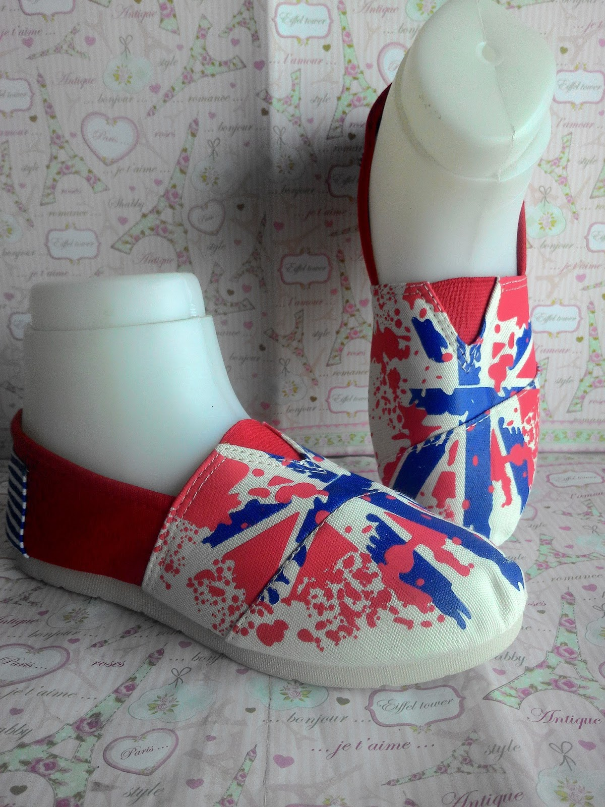 sepatu casual wanita; fashion wanita; casual fashion; fashion blogger; fashion online; sepatu casual murah; sepatu casual online; perna pernik fashion; casual style fashion; slip on shoes; casual slip on shoes