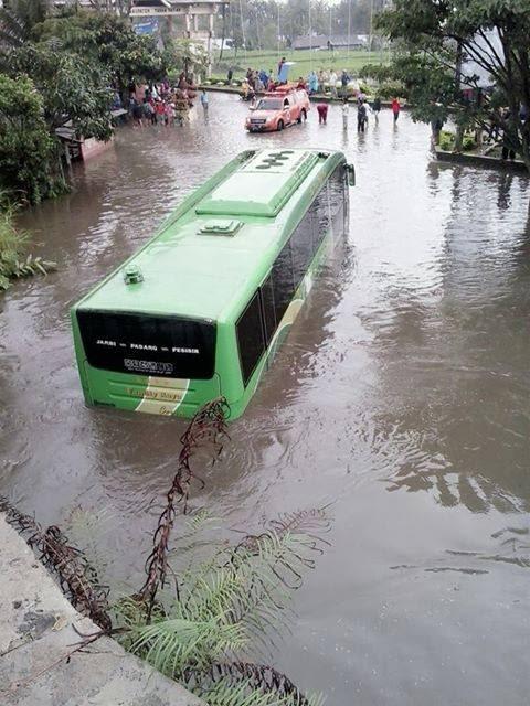 foto banjir terbesar di kota padang panjang