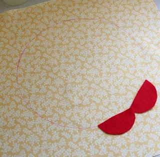 Almofada com flor de feltro passo a passo