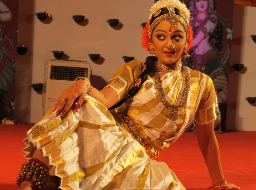 Kuchipudi by Manju Warrier at nishagandhi Festival 2013