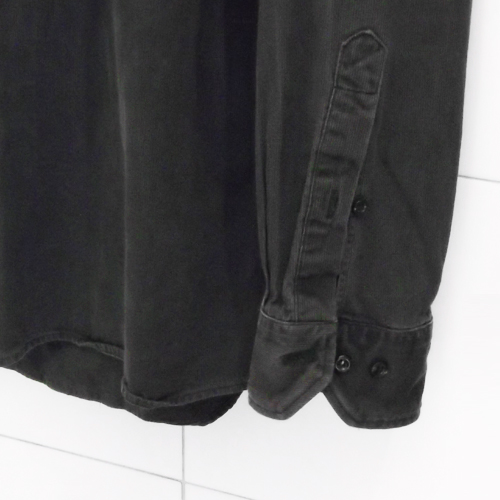 Kétgombos ing ujj mandzsetta és a kötelező kis ing ujj hasíték gomb - kifogástalan gyártástechnológiájú modell