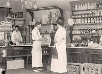 Women's Dress in western drugstore 1917