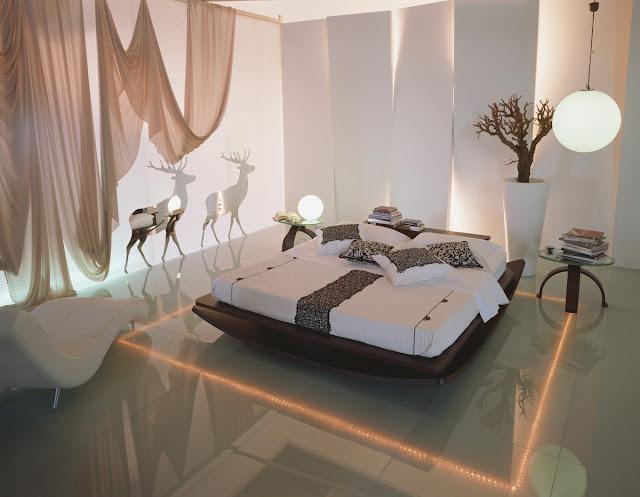 CAMA BAJA EN DORMITORIO DE COLORES NEUTROS. by dormitorios.blogspot.com