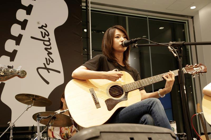 SCANDAL at Uniqlo x Fender Launch 2012 Haruna