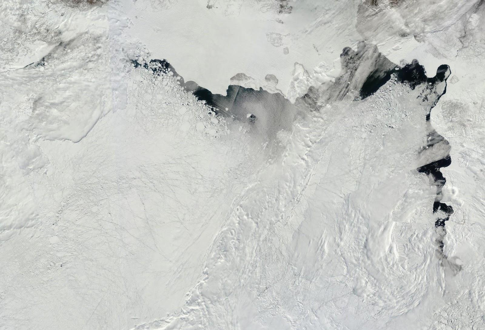 Topniejący lód w Arktyce