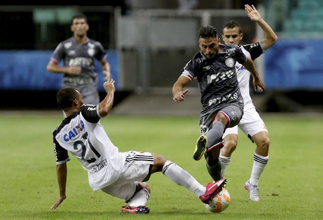 Tricolor Baiano perdeu oportunidades claras de sair com vantagem maior no primeiro tempo (Foto: Felipe Oliveira/AFP)