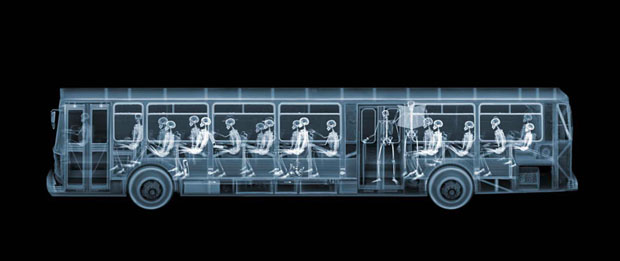 fotografia,rayos x,photographs,x rays,nick Veasey,black,white,interior,autobus,bus