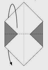 Bước 3: Gấp đôi tờ giấy về phía sau theo chiều từ trên xuống dưới.