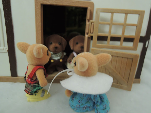 Sylvanian Families Willow Hall Moss Reindeer Hunter Smyth Labradors snow winter christmas