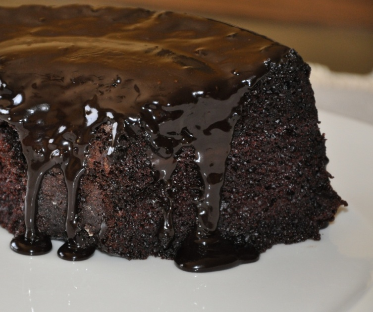 Basic Chocolate Cake Recipe - dish-away