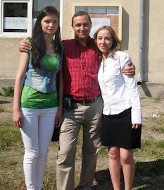 Cu elevele Mihaela Ciudin - cls. IX C (dreapta) şi Nelly Ababei - cls. XI C (stânga), 17.06.2011...
