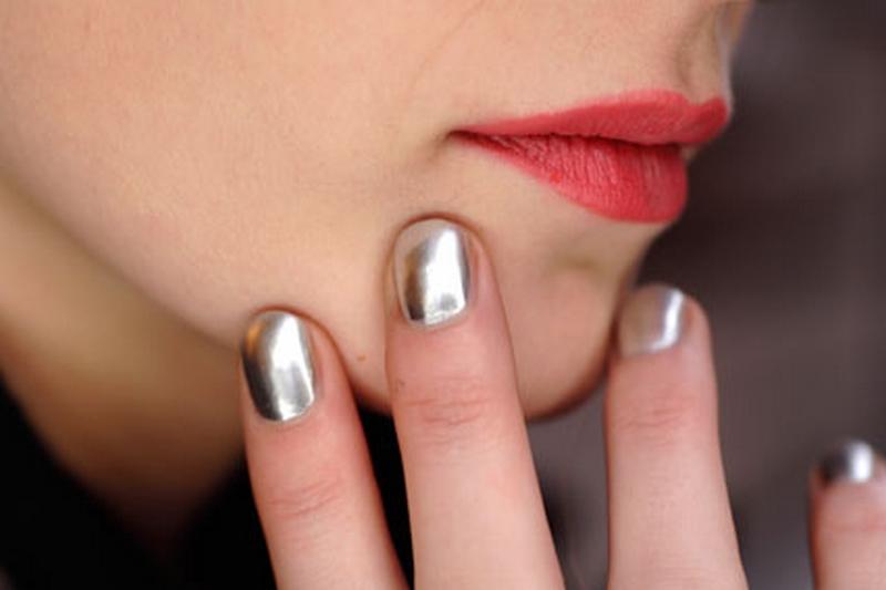 platnum-silver-nails.jpg