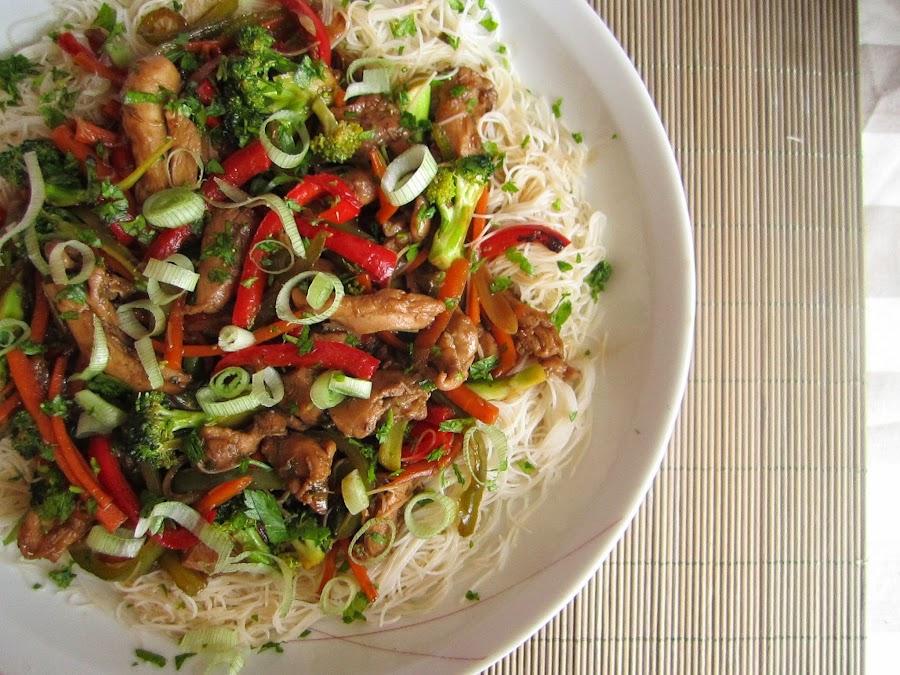 cocinar fideos de arroz chinos